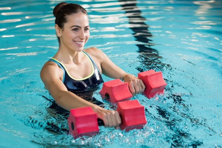 Что такое аквааэробика? Преимущества занятий в бассейне