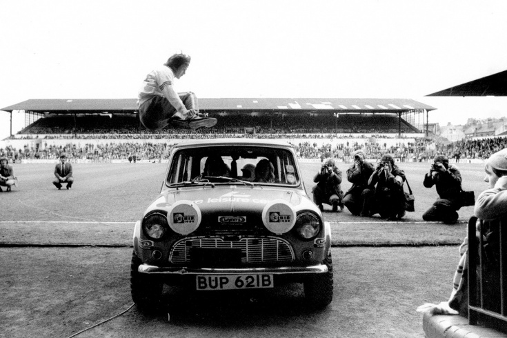 Как английский футболист Дункан Маккензи перепрыгивал автомобили?