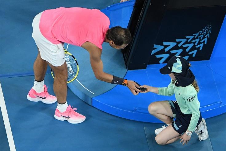 Скандалы Australian Open. Дисквалификация, штрафы, разбитые ракетки, споры с судьёй, попадание мячом