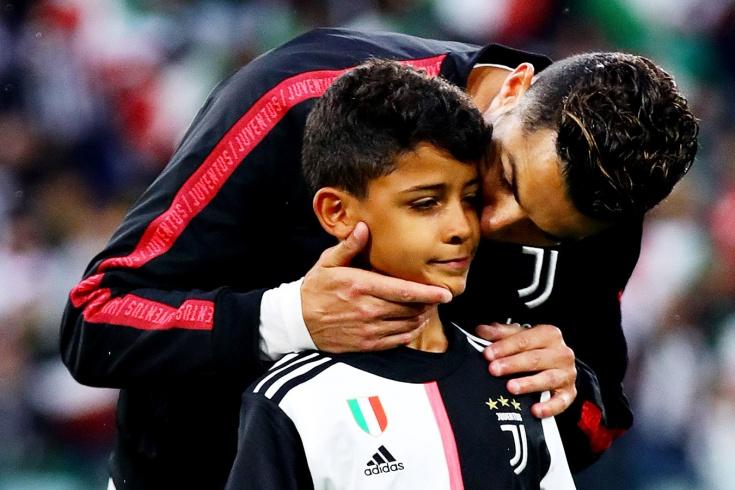 Сын Роналду признан лучшим нападающим на детском т