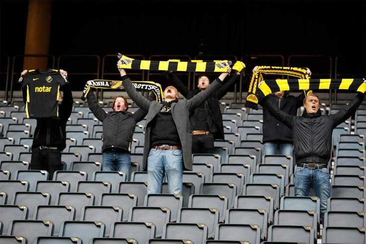 Восемь болельщиков – максимум! В Швеции оригинально вернули зрителей на стадионы