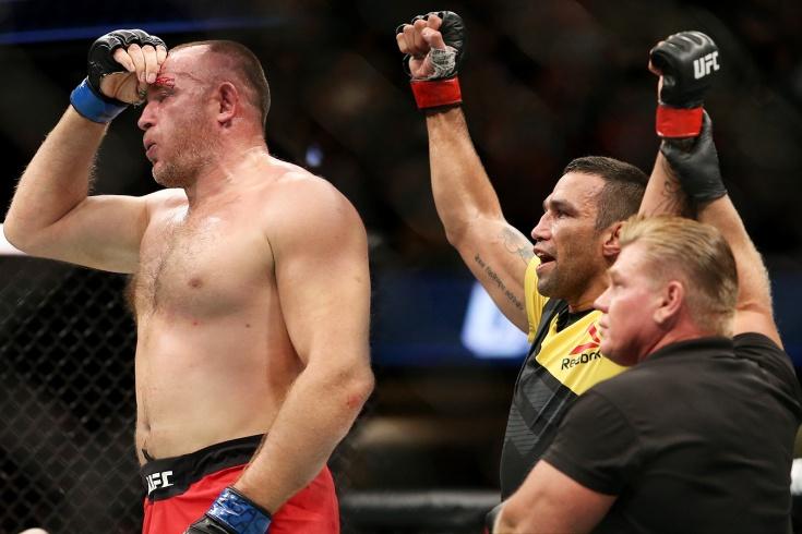 Алексей Олейник против Фабрисиу Вердума на UFC 249