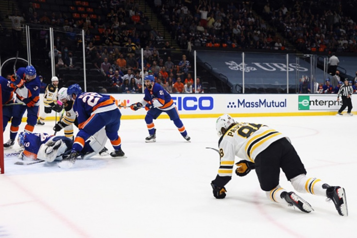 Супермомент в НХЛ, Пастрняк промахнулся по пустым воротам Варламова, «Айлендерс» — «Бостон» — 4:1, обзор матча НХЛ