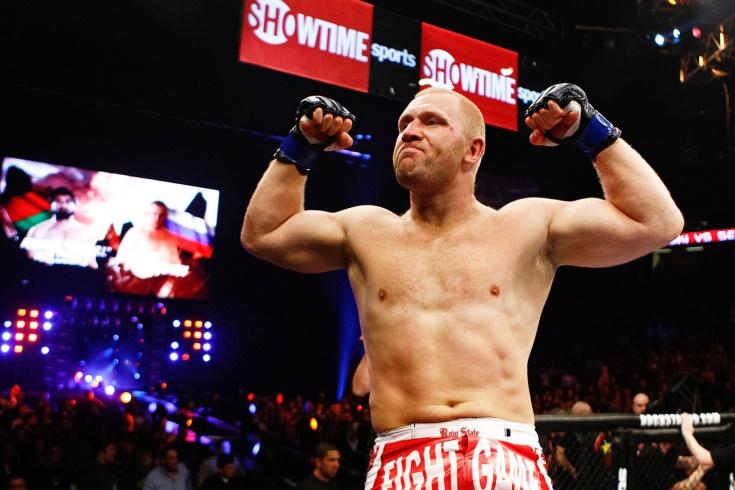 Боец Bellator Сергей Харитонов заявил, что Майк Тайсон и Рой Джонс провели договорной бой