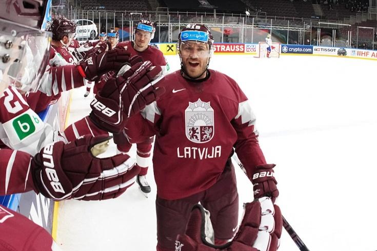 Латвия вышла на первое место в группе! Забили три гола Италии, ещё два не засчитали