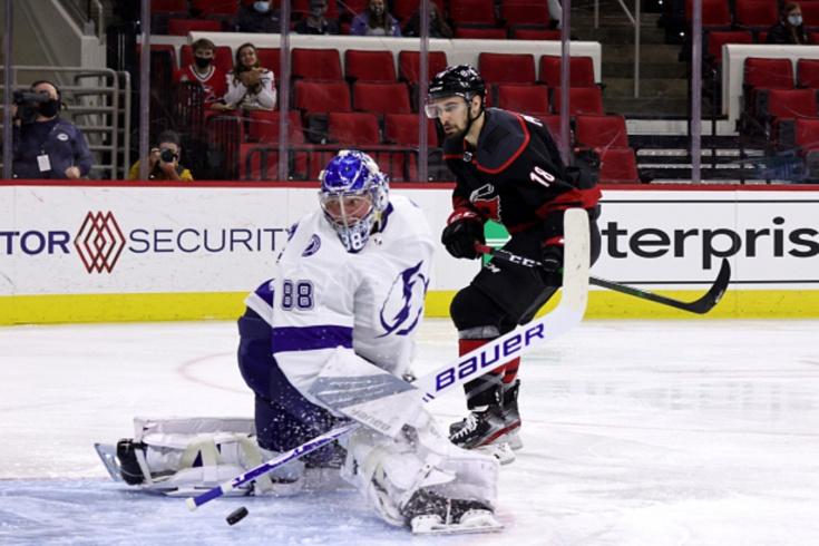 «Каролина» — «Тампа» — 4:3, видео, голы, обзор матча регулярного чемпионата НХЛ