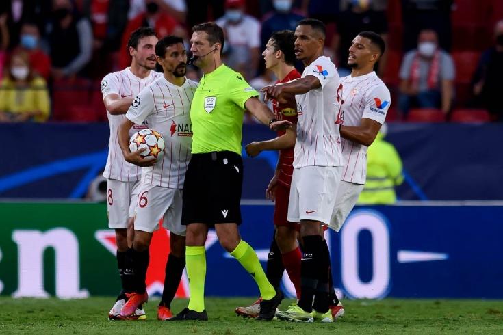 Жара в Севилье! Белорусский судья установил рекорд Лиги чемпионов по пенальти