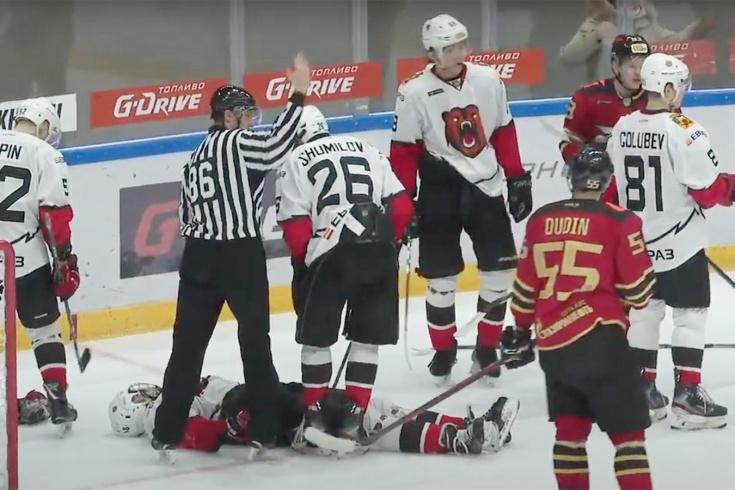 Жуть в молодёжном хоккее! Игрока ударили головой об лёд, и он потерял сознание