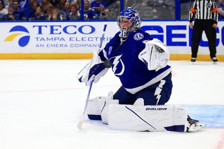«Питтсбург» крупно обыграл «Тампу» в первом матче сезона НХЛ, видео ошибки Василевского
