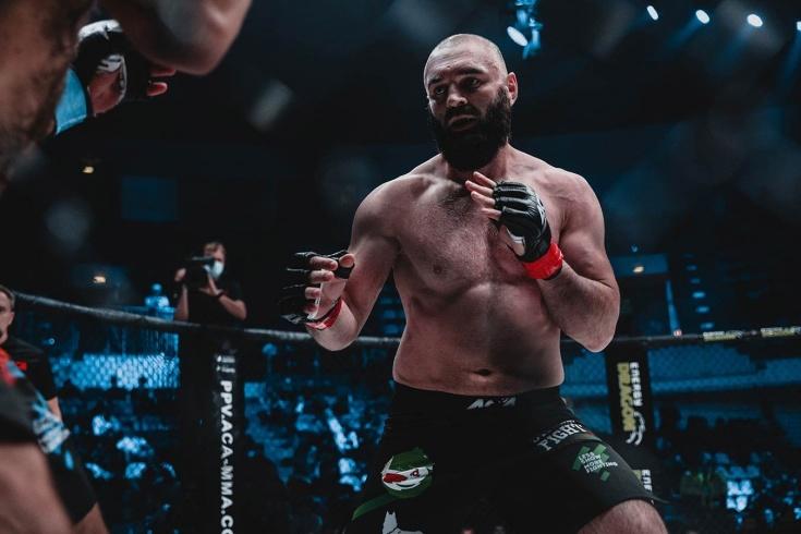 Азамат Амагов одолел Уилкера Лемоса нокаутом в первом раунде