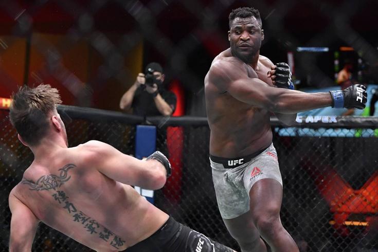 Фрэнсис Нганну в матче-реванше на UFC 260 нокаутировал Стипе Миочича во втором раунде и стал чемпионом, видео