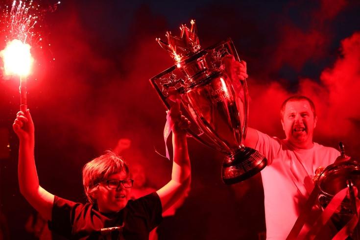Ливерпуль сегодня не заснёт! Как игроки и болельщики клуба празднуют победу