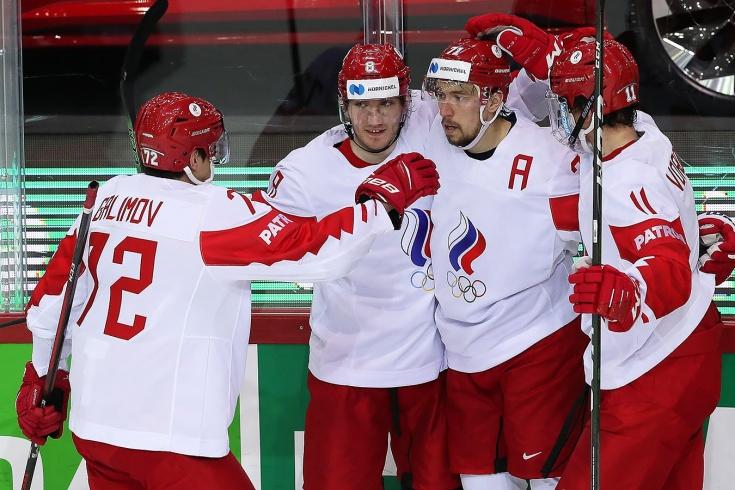 «Если сборная выполняет задание, соперник трещит по швам». Что говорят о победе России