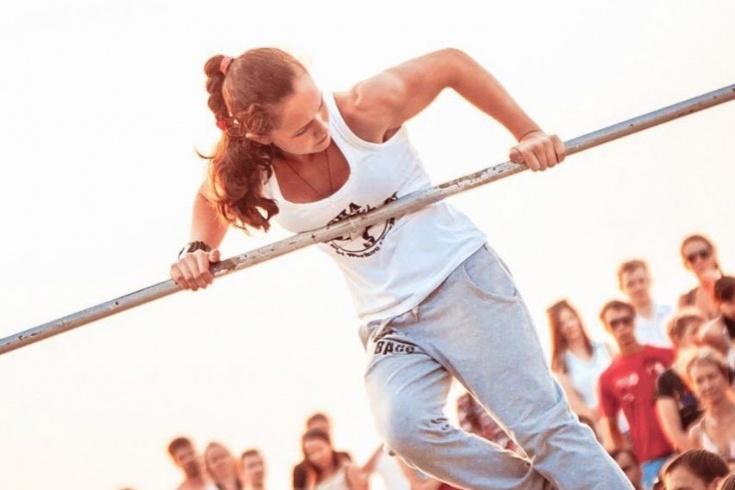 14-летняя девочка установила рекорд по подтягиваниям. История жизни Даши Чепиги