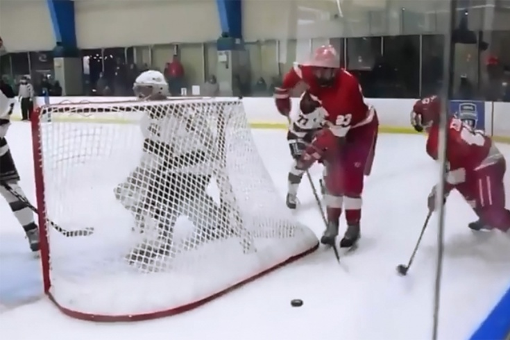 В студенческой лиге США забили удивительный гол, который понравился НХЛ