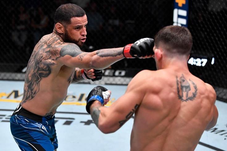 На его месте должен был быть брат Хабиба. Родригес жёстко нокаутировал новичка UFC