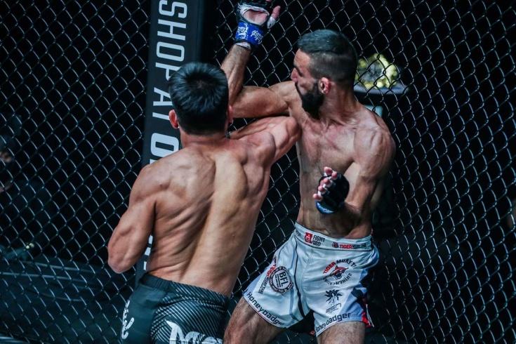 Марк Абелардо нокаутировал Эмилио Уррутиа на турнире ONE Championship, видео