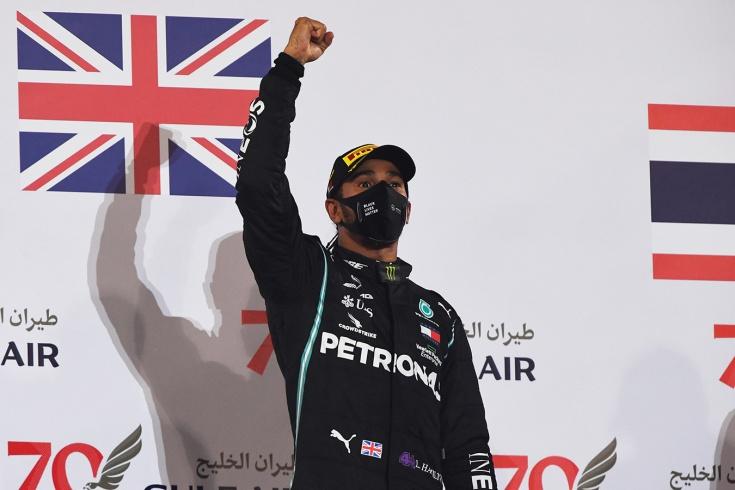 Величайший гонщик Ф-1 всё ещё без контракта. Что не так между Хэмилтоном и «Мерседесом»?