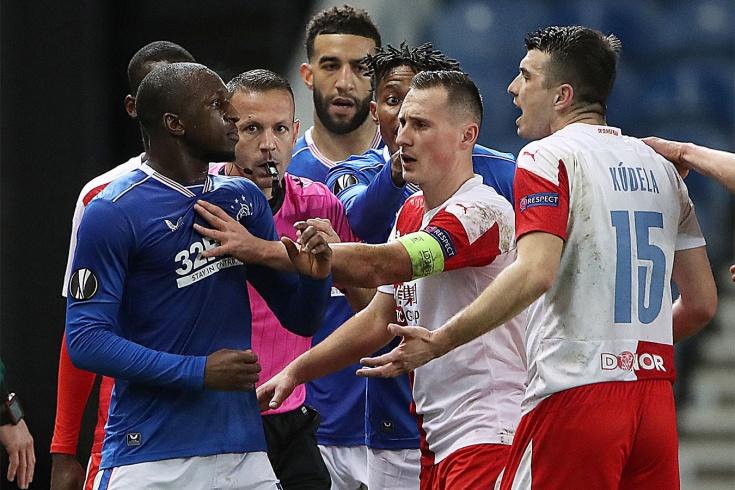 Британцы обвинили чеха в расизме. И избили после матча