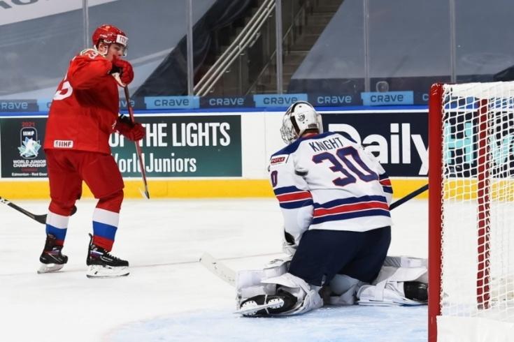 Ошибка вратаря США, после которой его сразу убрали со льда. Найт подарил гол России