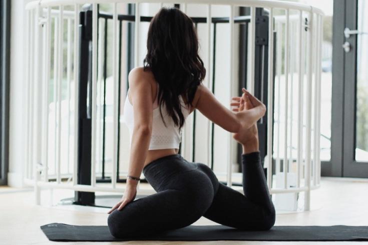 Как исправить осанку в домашних условиях: упражнения для красивой осанки и ровной спины