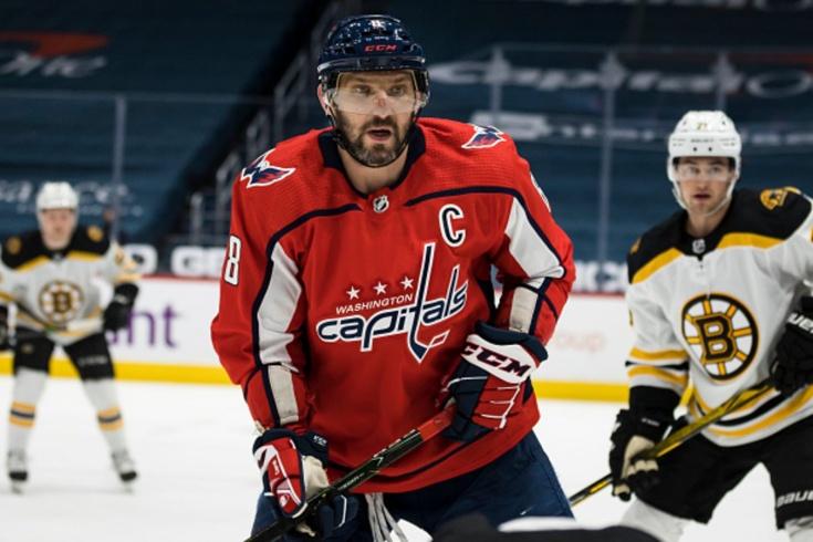Мощный силовой Овечкина в матче плей-офф НХЛ, видео, Овечкин снёс чеха Крейчи