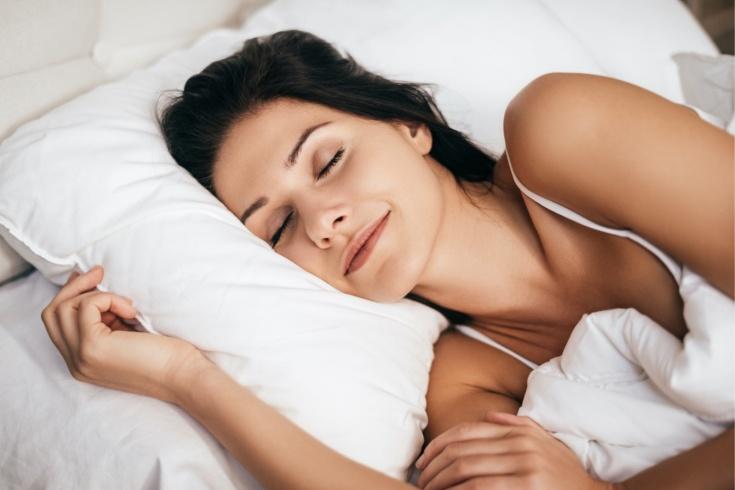 Как сон без одежды помогает похудеть? Результаты исследования