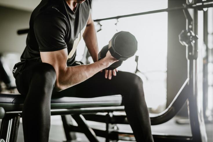Как накачать руки в спортивном зале?