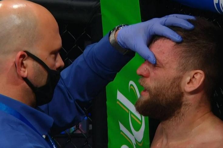 Николай Алексахин получил травму глаза на PFL 2, и его бой признан несостоявшимся, видео
