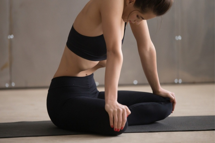 Как правильно делать вакуум: два варианта выполнения упражнения