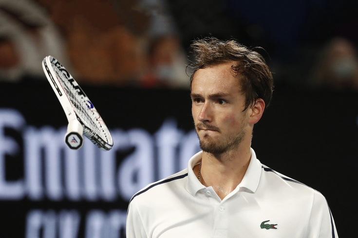Даниил Медведев проиграл в Роттердаме, разбил ракетку и отложил борьбу с Надалем за 2-е место в рейтинге ATP, видео