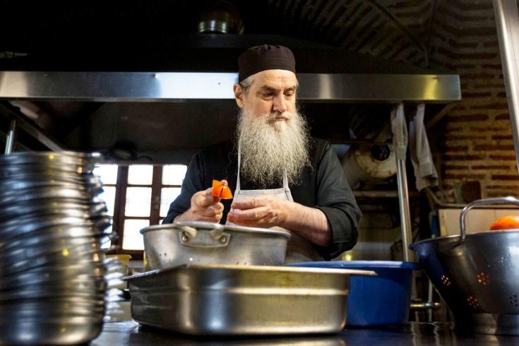 Как живут и чем питаются афонские монахи?