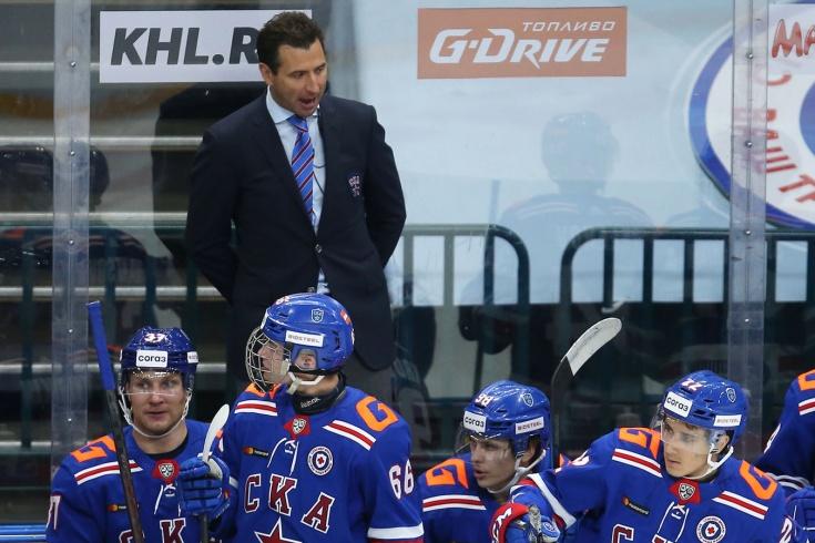 Первый матч тренера Ротенберга в КХЛ. Тряс кулаком, заводил команду, но всё же проиграл