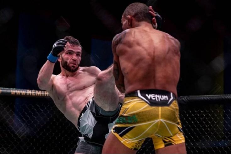 Тимур Валиев победил Раони Барселоса на UFC Вегас 30