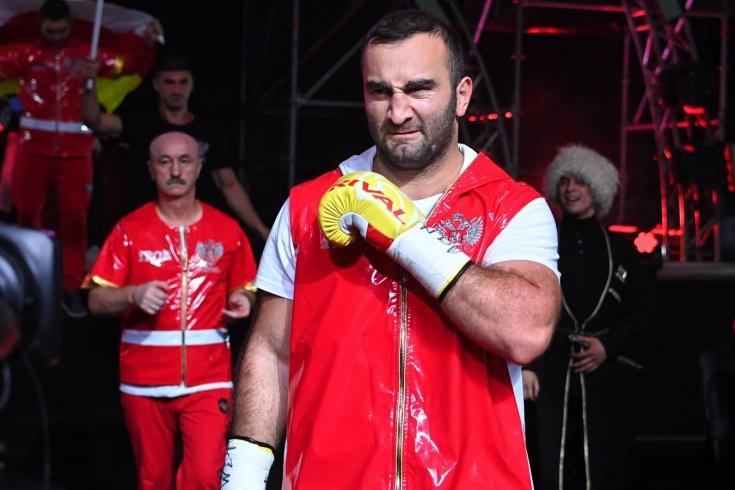 Мурат Гассиев нокаутировал Михаэля Валлиша на вечере бокса в Москве