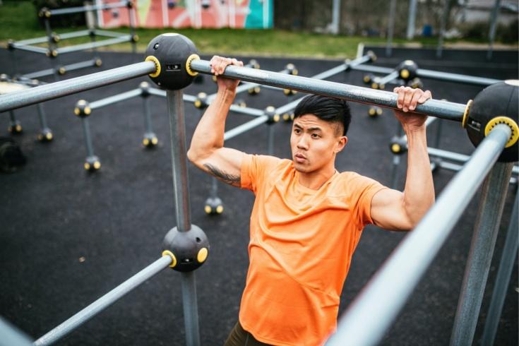 Как заниматься спортом на улице во время карантина? Тренировка по воркауту, видео