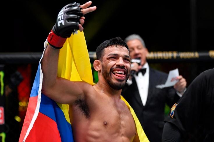 UFC Vegas 32: Хулио Арсе нокаутировал Андре Юэлла, видео боя