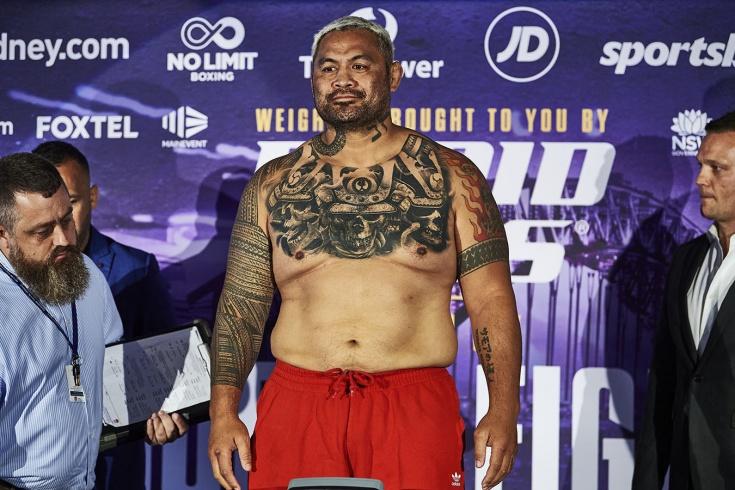 Хант вырубил Деревенщину одним ударом. Легенда UFC отправился «поднимать с колен» бокс