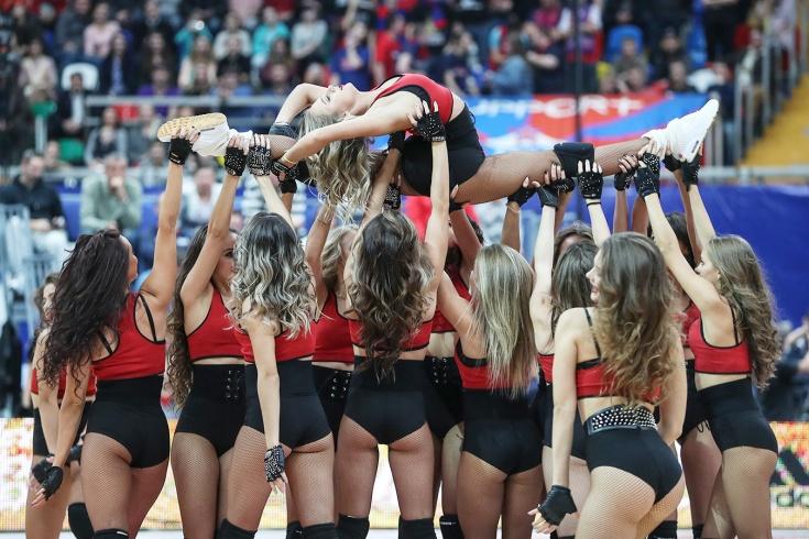 Клубы отказываются от женских танцевальных групп