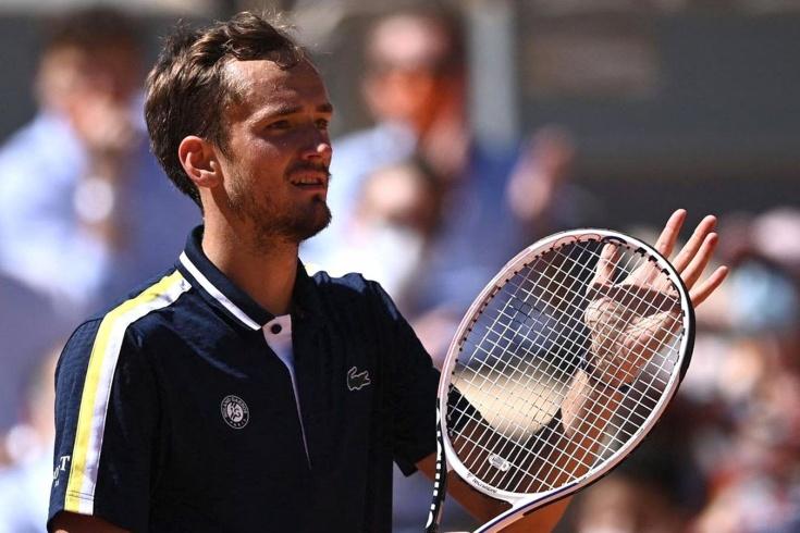 «Ролан Гаррос» — 2021: Даниил Медведев победил чемпиона юниорского турнира-2015 и стал 1-м россиянином в 3-м круге