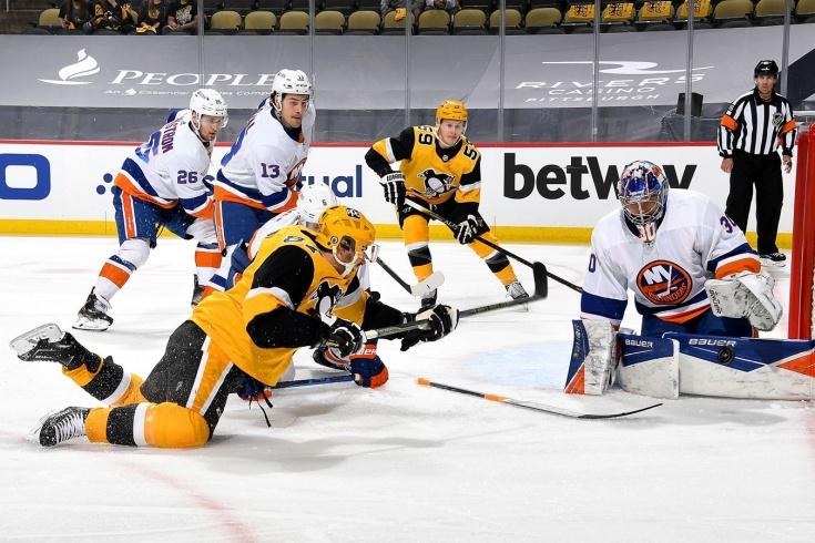 «Боже мой, Илья Сорокин!» Российский вратарь дебютировал в плей-офф НХЛ с яркой победы