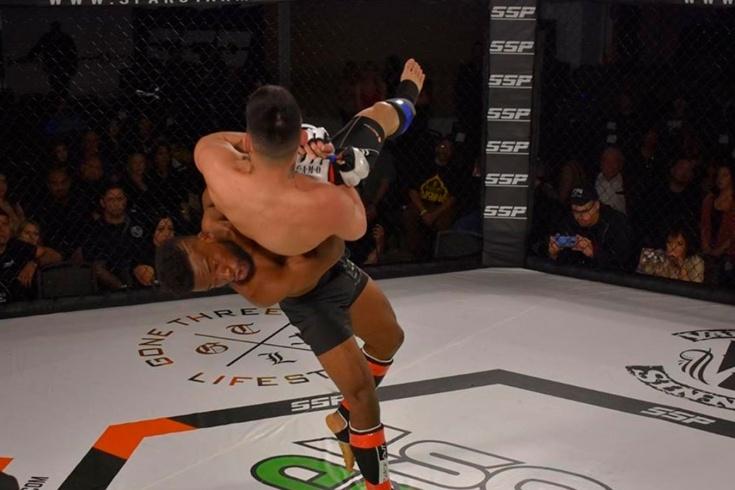 Нокауты в MMA, бойца нокаутировали броском головой вниз, Эмон Бейкер — Ричард Трейу