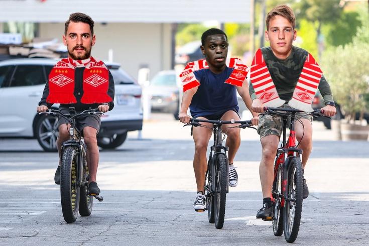 Игроки «Спартака» вернулись на велосипедах