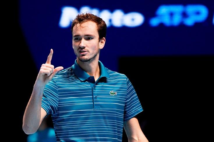 Итоговый чемпионат ATP: Медведев обыграл Джоковича и вышел в полуфинал из группы с 1-го места
