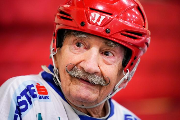 Старейший хоккеист мира. Сертич прошёл Вторую мировую, а в 90 был на просмотре в НХЛ