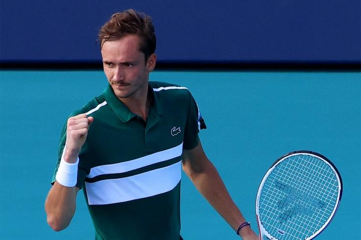 Даниил Медведев разбил колено, но вышел в 1/4 финала «Мастерса» в Майами, он довёл серию побед до 7 матчей