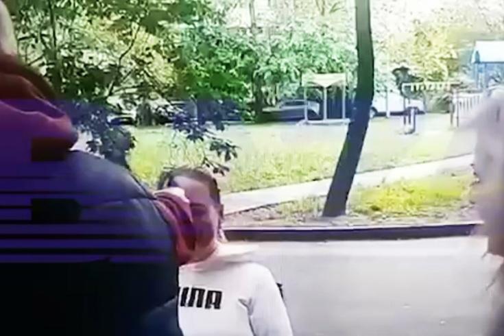 Тренер по фигурному катанию выстрелил в женщину
