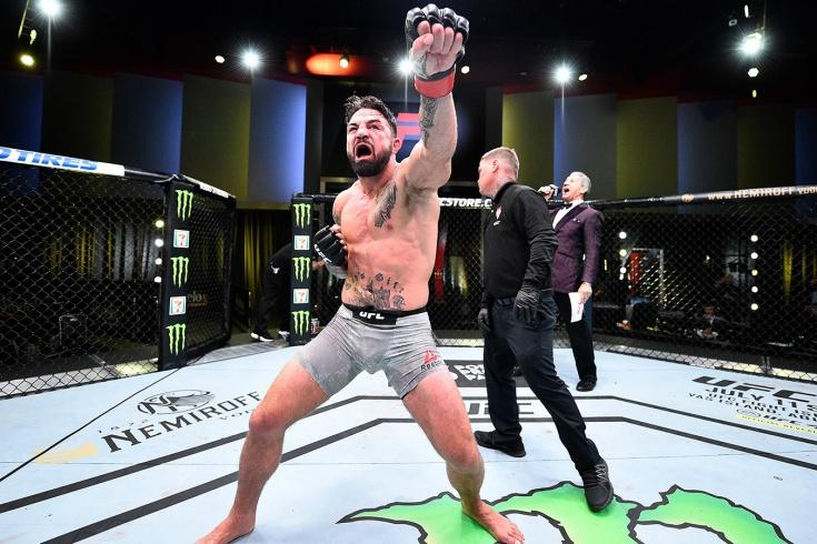 Майк Перри — Тим Минс на UFC 255