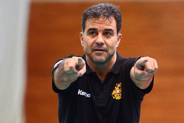 Испанский тренер сборной повздорил с Трефиловым