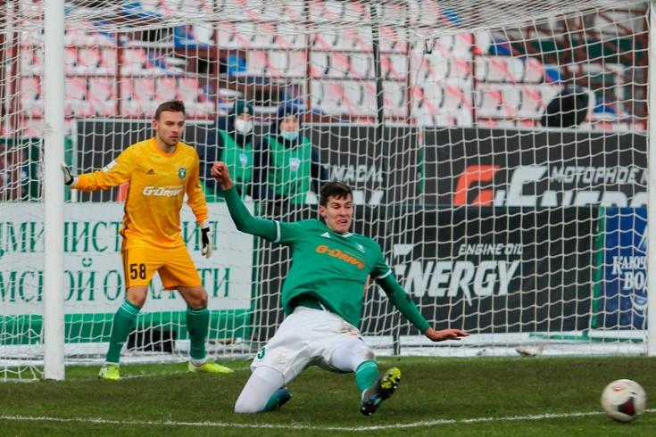 Полевой игрок 40 минут отстоял в воротах. Пропустил только с пенальти!